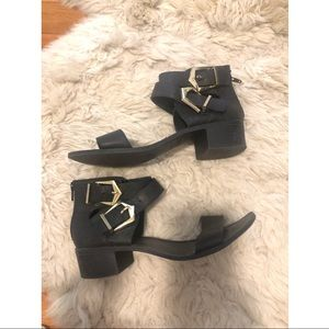 Block low ankle strap sandals 8 buckle gold 39
